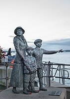 141px-Annie_Moore_Statue_by_by_Jeanne_Rynhart,_Cobh