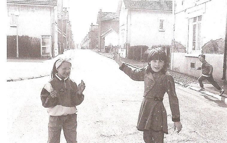 Francija otroci v del. naselju