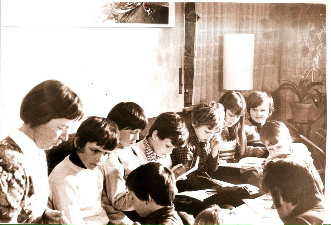 Luzern, Učiteljica Marija Omahen in 15 učencev v sloven. šoli v okviru jugos. šole2442