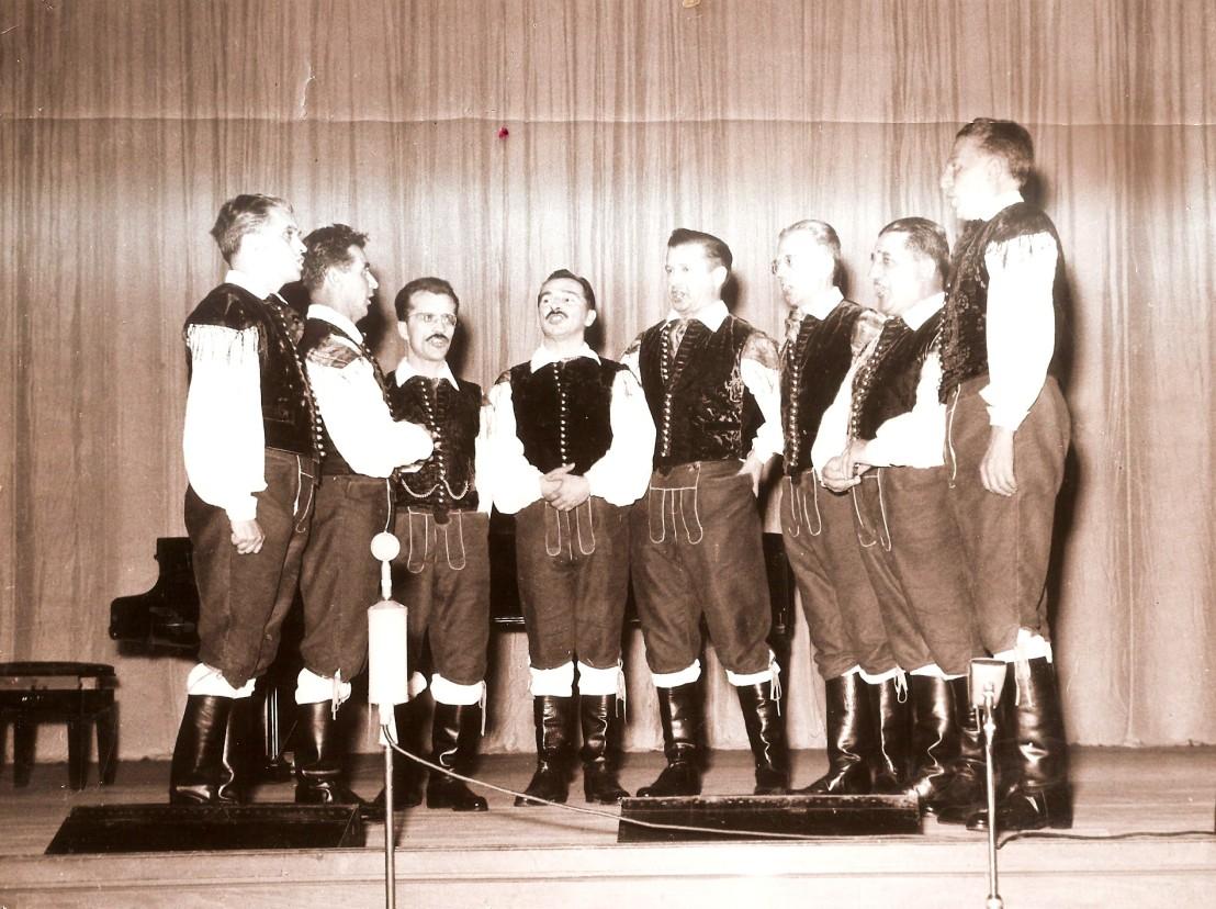 Slovenski oktet2512