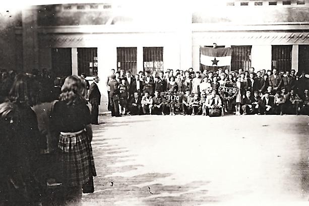 PŠovratek ozseljencev iz Francije , pred postajo v Lensu2523